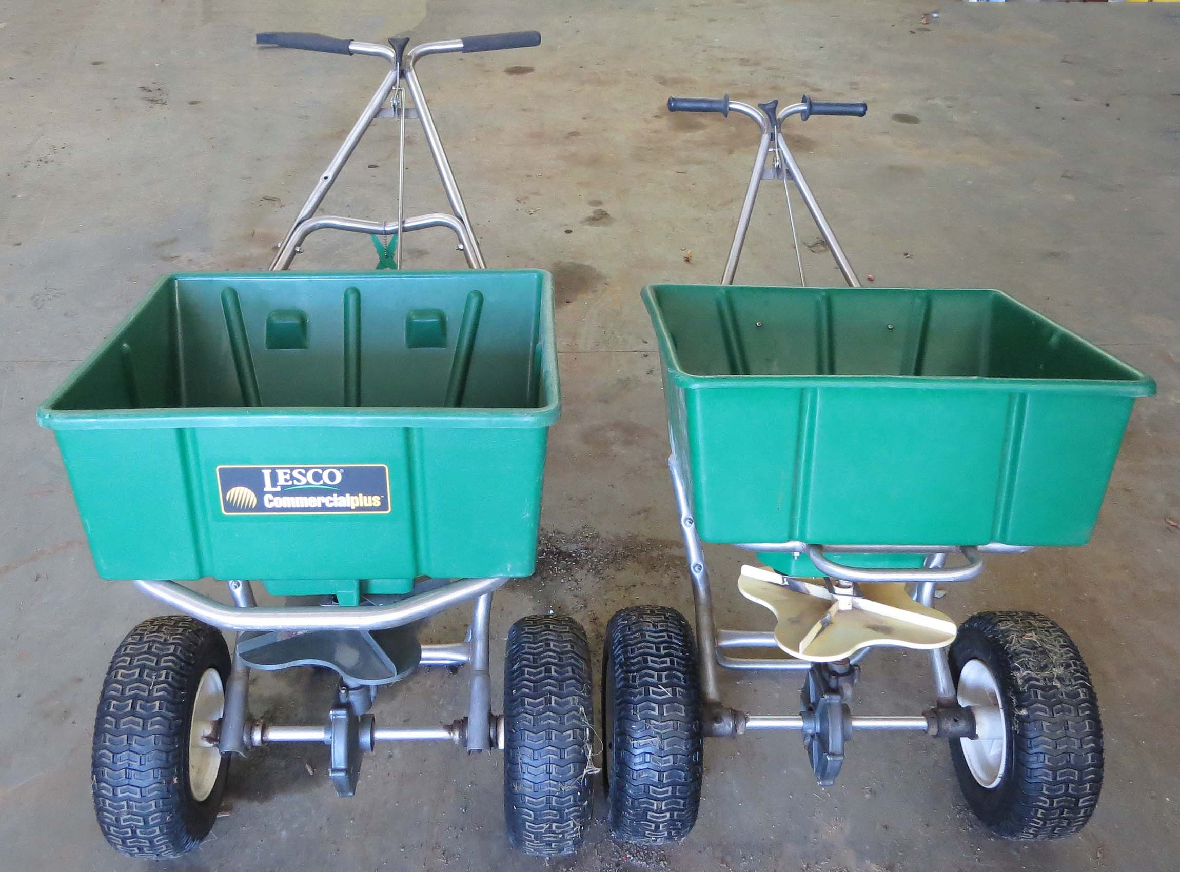 Lesco Spreader Gg030446: Bennett And Moore Auctioneers & Appraisers
